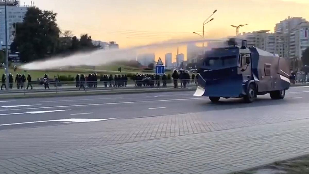 Минск протесты водомёты