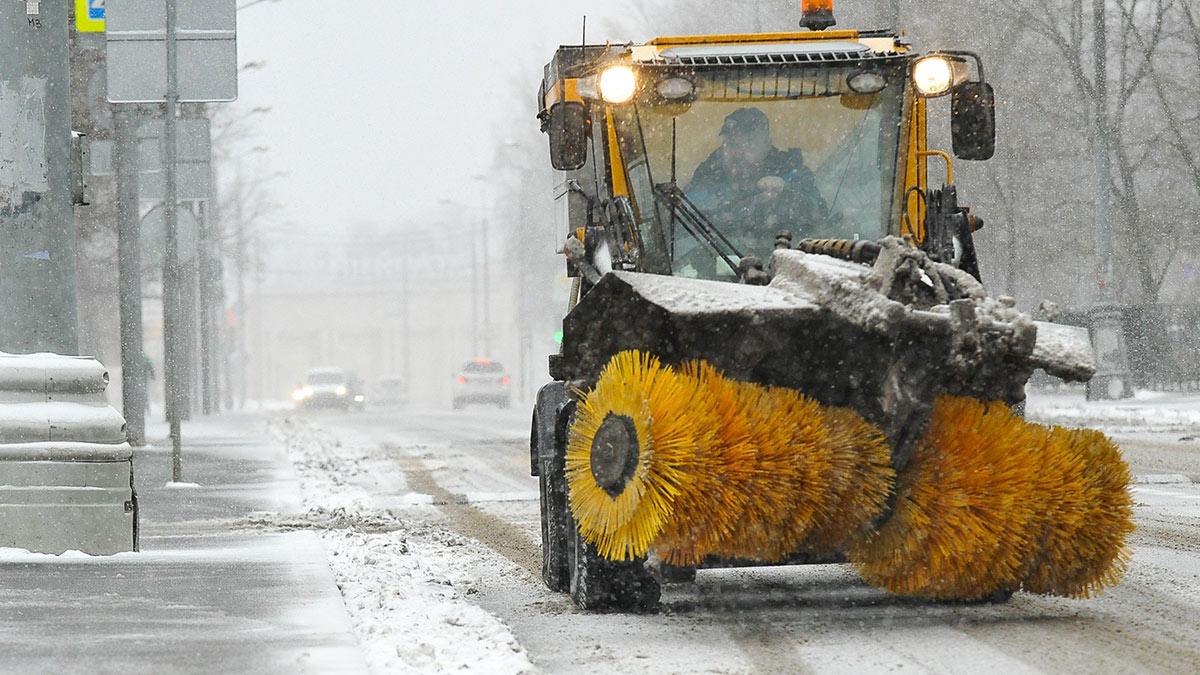 москва зима уборка снега снег дороги улица трактор погода