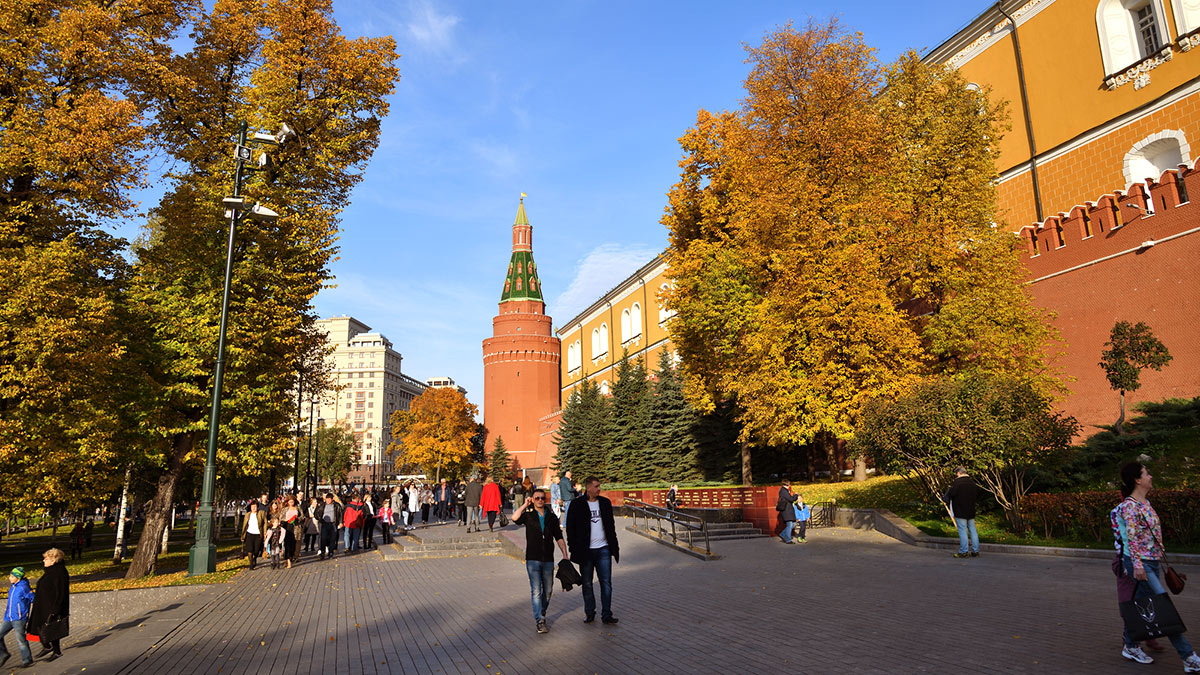 москва осень октябрь тепло солнце Александровский сад
