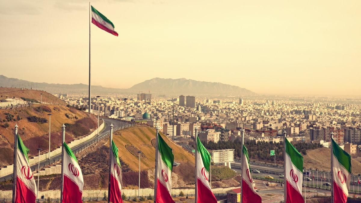 Тегеран Иран флаги