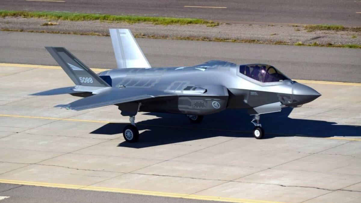 Истребитель F-35 на земле