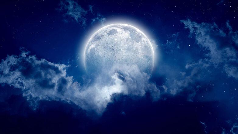 голубая синяя луна облака полнолуние небо ночь