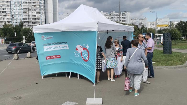 палатка вакцинации в Москве