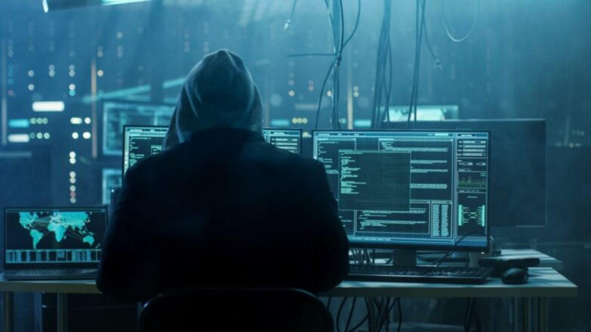 Хакер взлом кибератака один