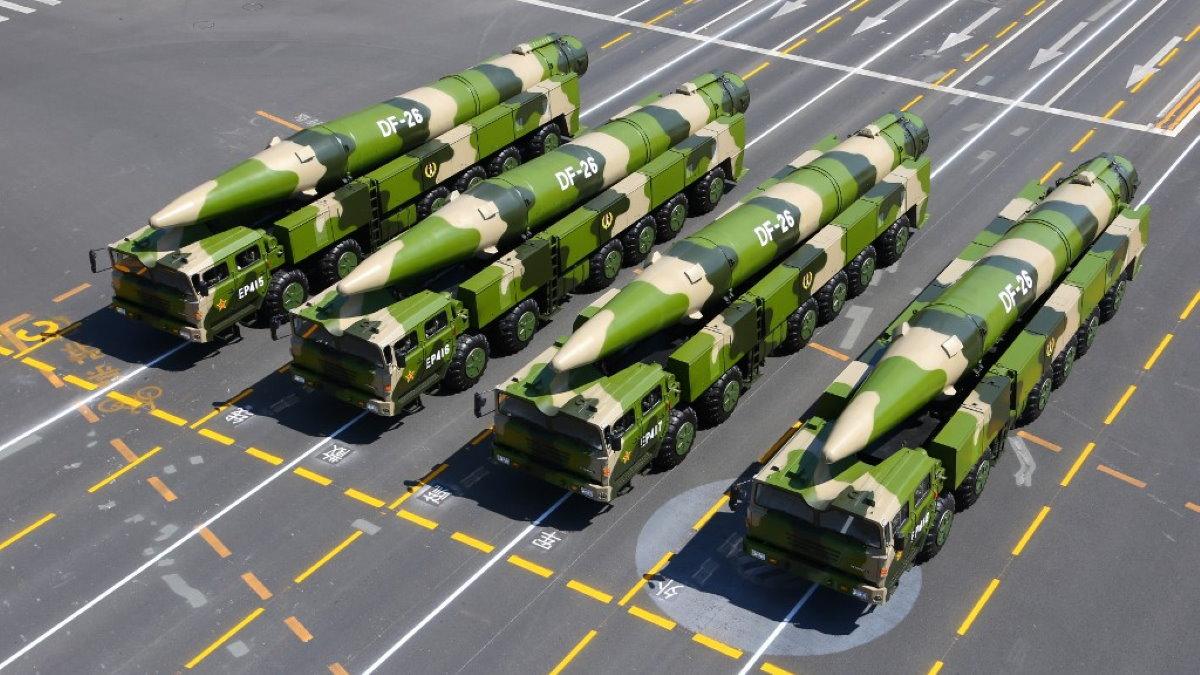 Китайская баллистическая ракета средней дальности Дунфэн-26 DF-26 два