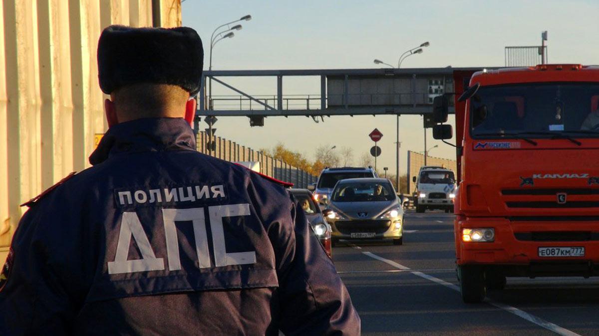 сотрудник дпс на ттк трафик автомобили движение москва