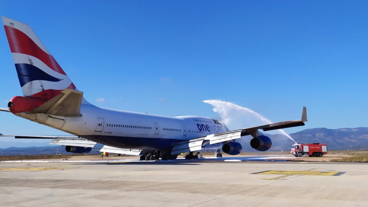 Боинг 747 British Airways загорелся в аэропорту Испании