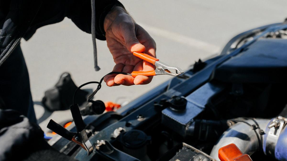 Зарядка аккумулятора прикурить машина автомобиль