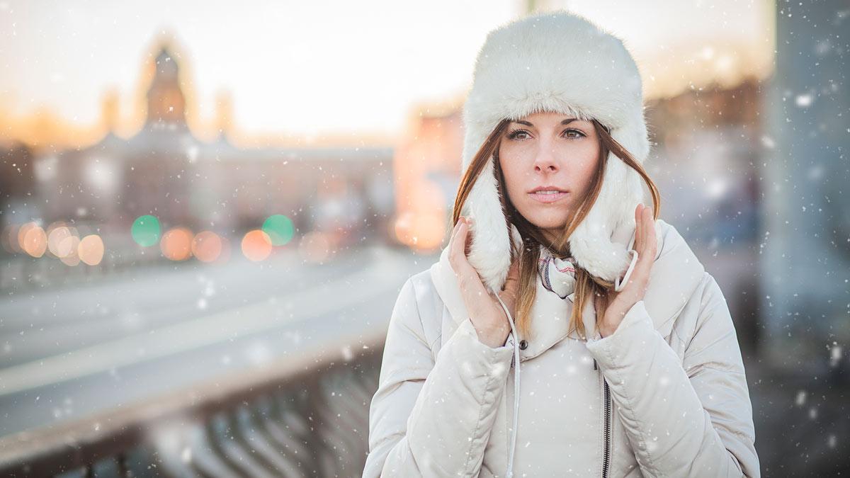 девушка в шапке зима мороз заморозки холод погода