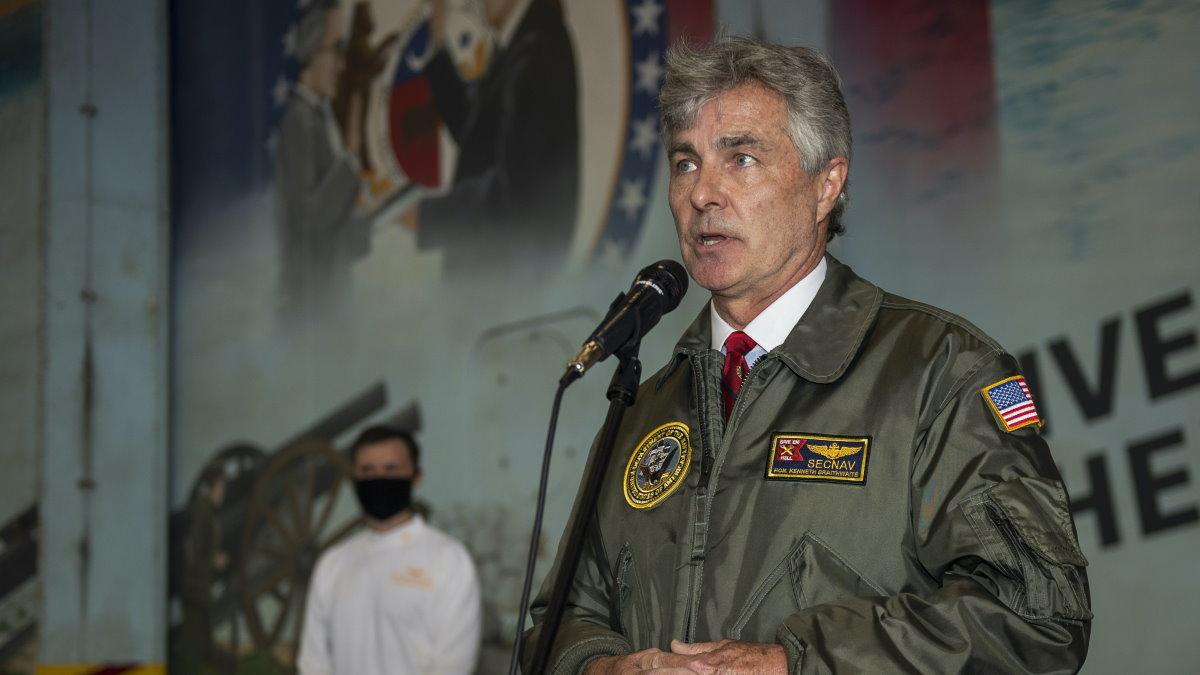 Секретарь ВМС США Кеннет Брейтуэйт два