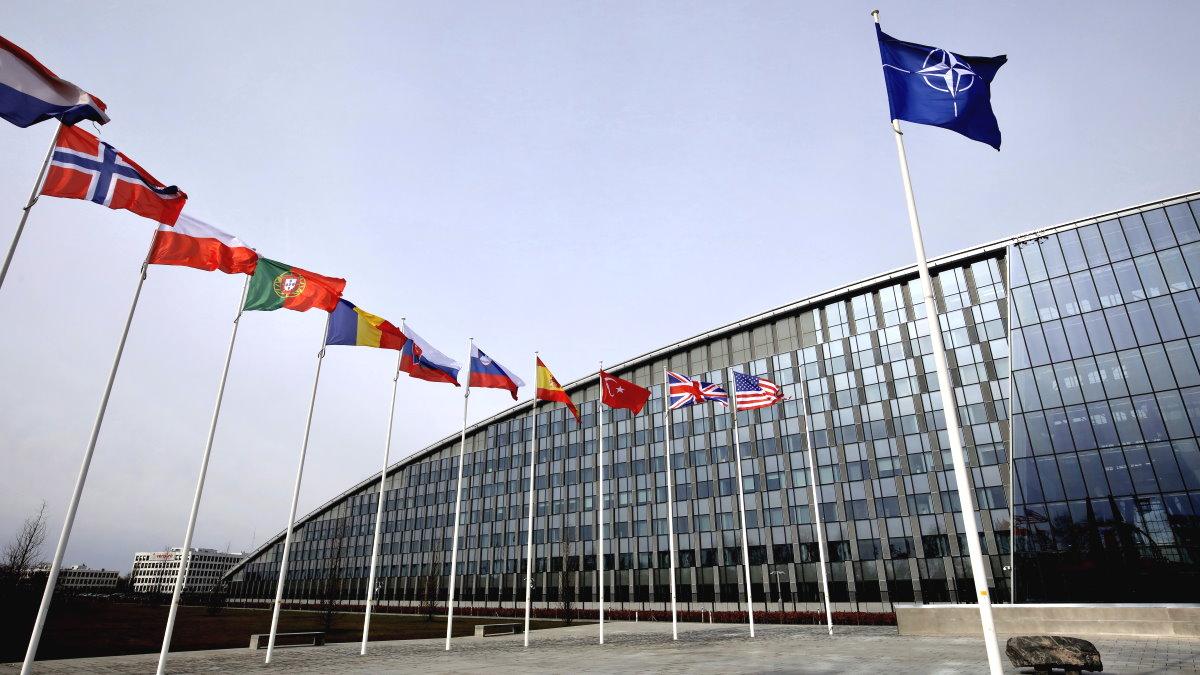 Штаб-квартира НАТО Брюссель Бельгия флаги