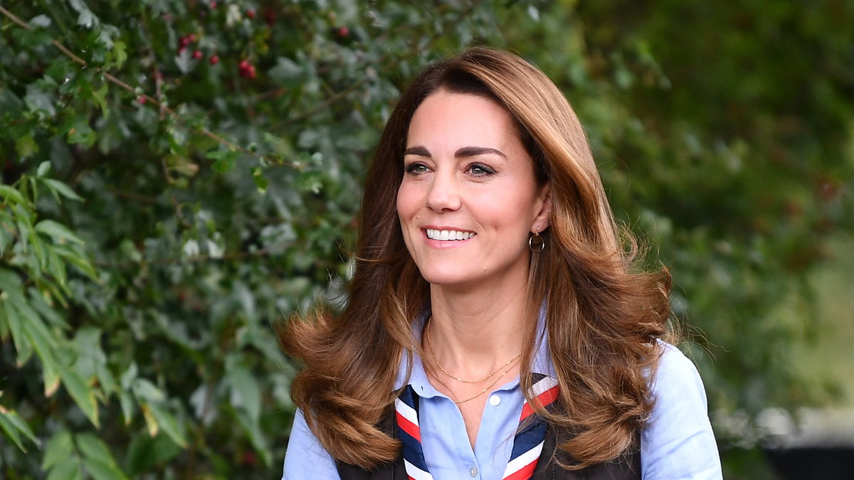 Кейт Миддлтон - Kate Middleton улыбается три