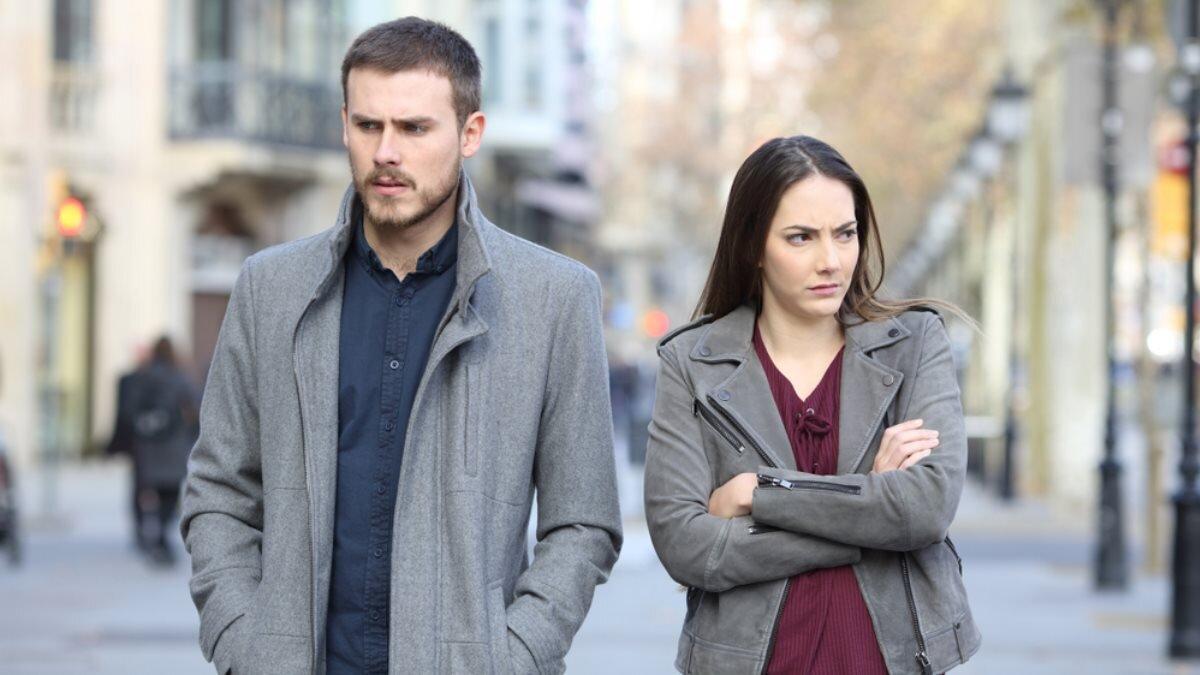 Молодая пара семья измена обида ссора конфликт два