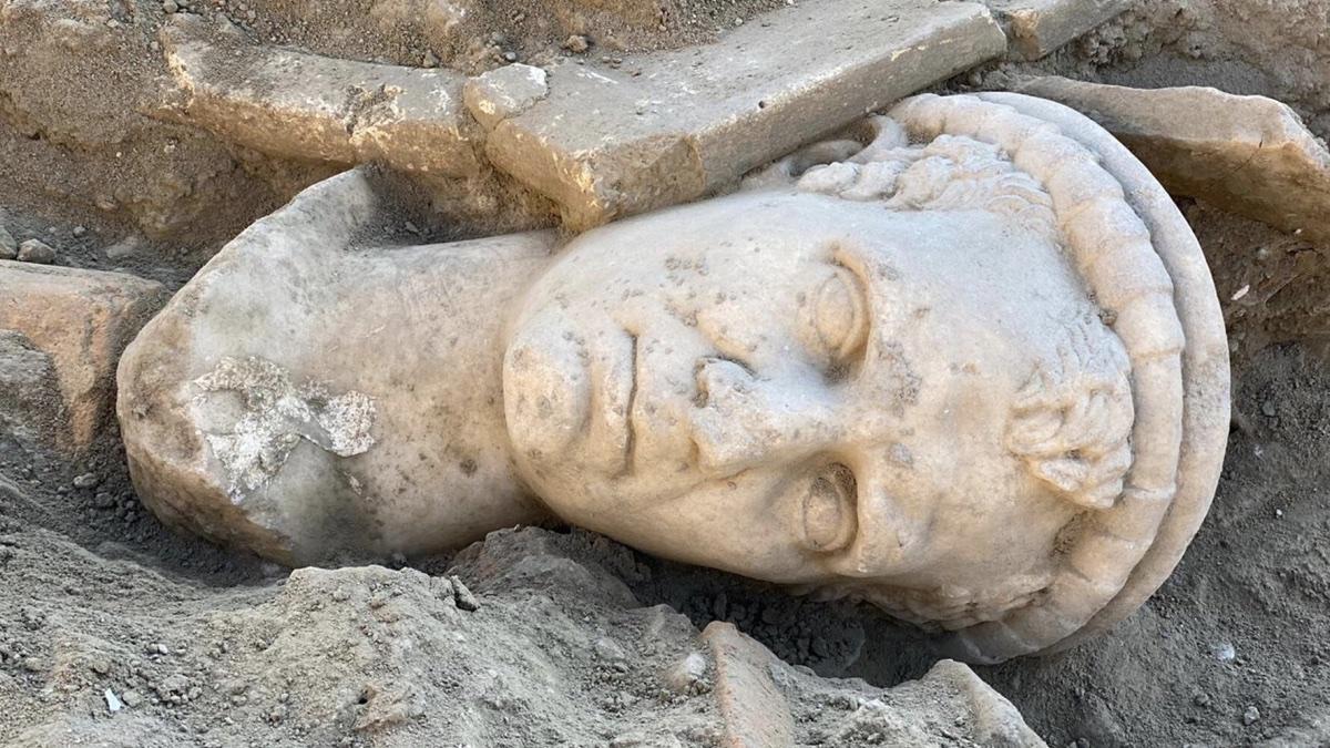 На западе Турции была обнаружена 2000-летняя статуя головы священника