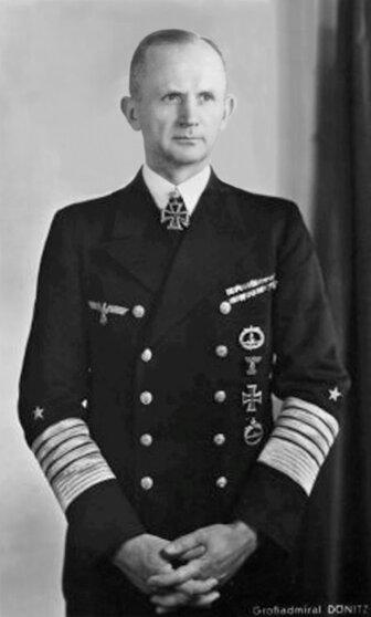 Главком кригсмарине и гросс-адмирал Карл Дениц, апрель 1943