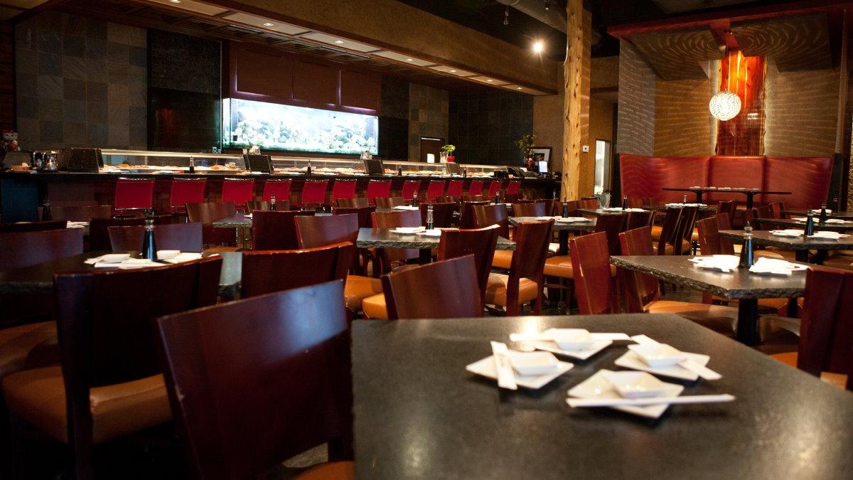 Пустой ресторан ограничения коронавирус