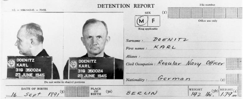 Карточка арестанта Деница во время его содержания под следствием перед Нюрнбергским трибунало