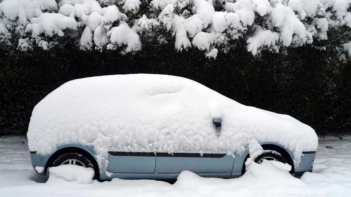 Машина в снегу the car in the snow