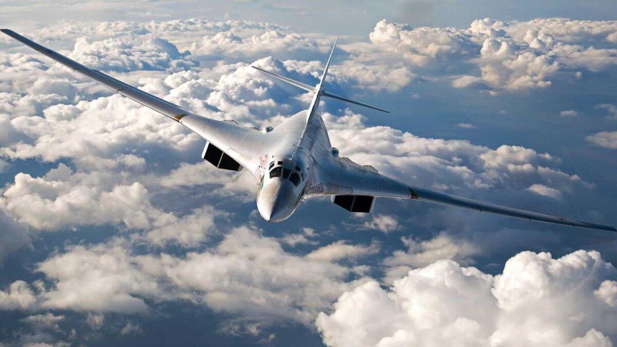 Стратегический бомбардировщик Ту-160м белый лебедь