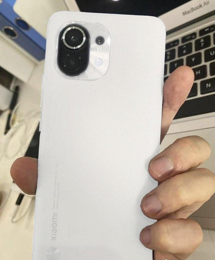 Xiaomi Mi11 внешний вид