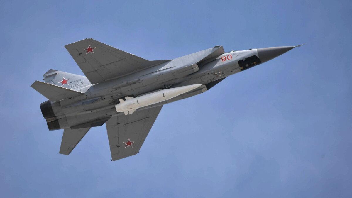 МиГ-31К с макетом гиперзвуковой ракеты Кинжал