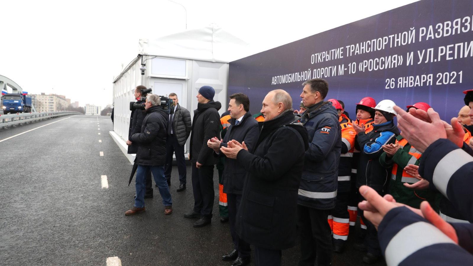 """Путин анонсировал масштабное дорожное строительство для """"сшивания страны"""""""