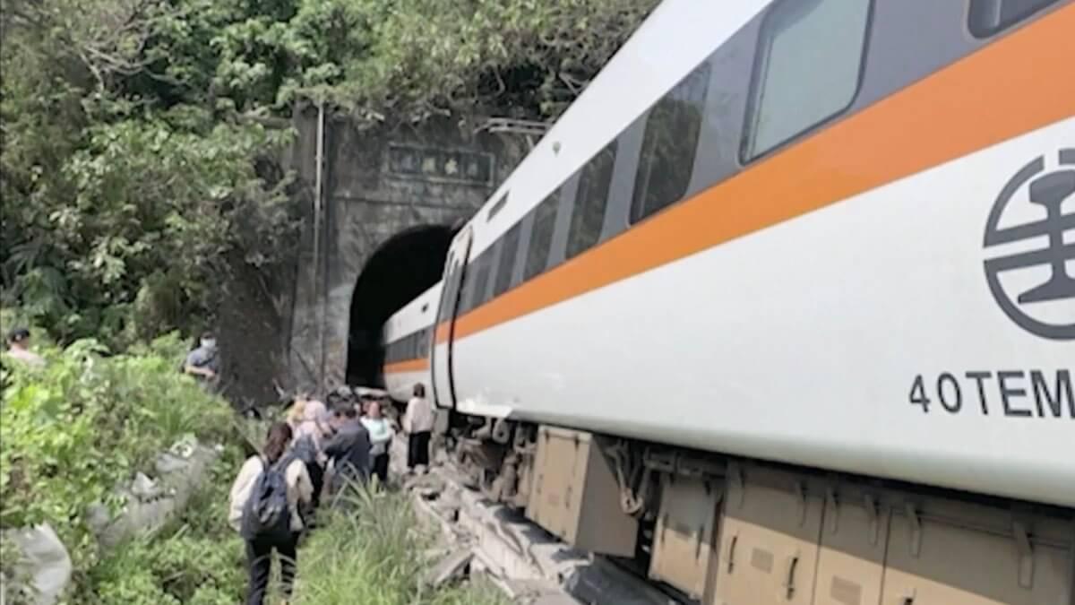 поезд туннель тайвань