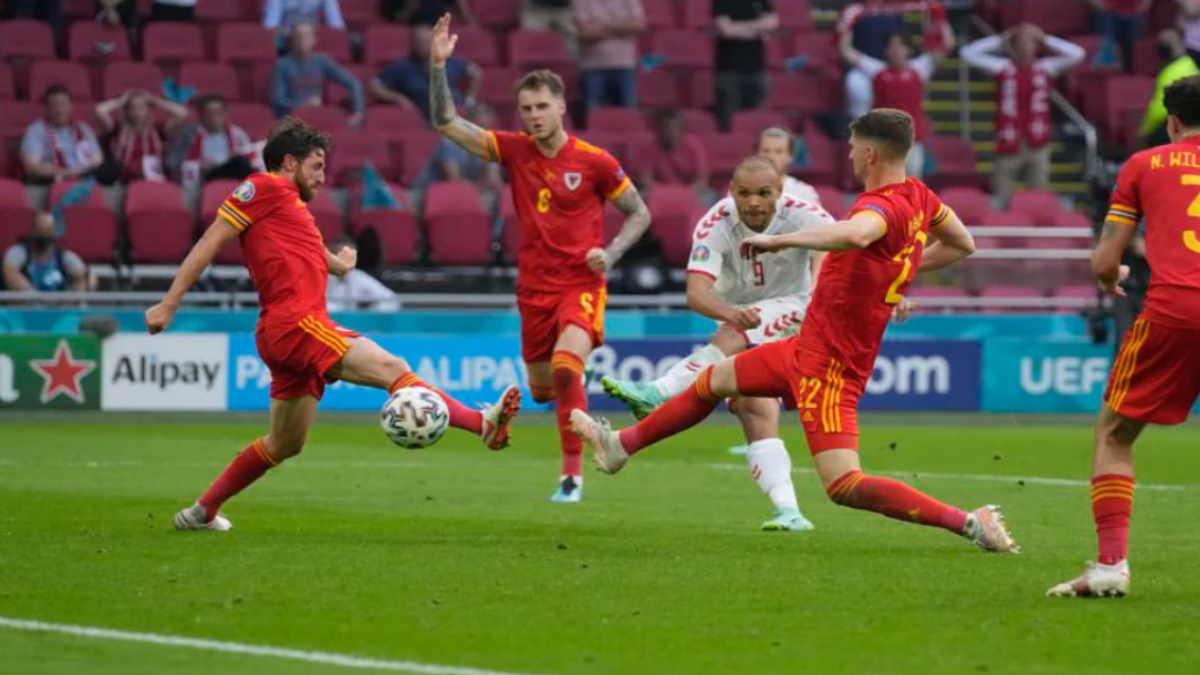 Уэльс - Дания футбол