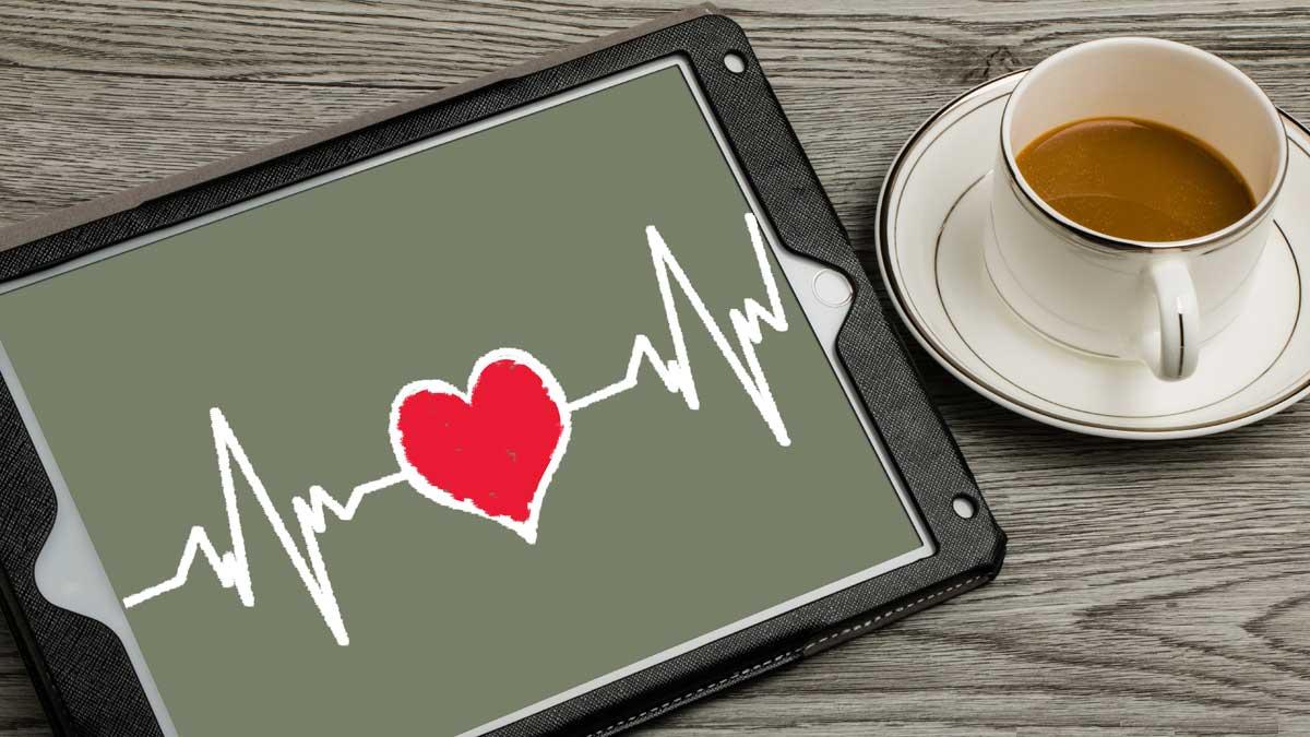 сердце планшет чашка кофе стол