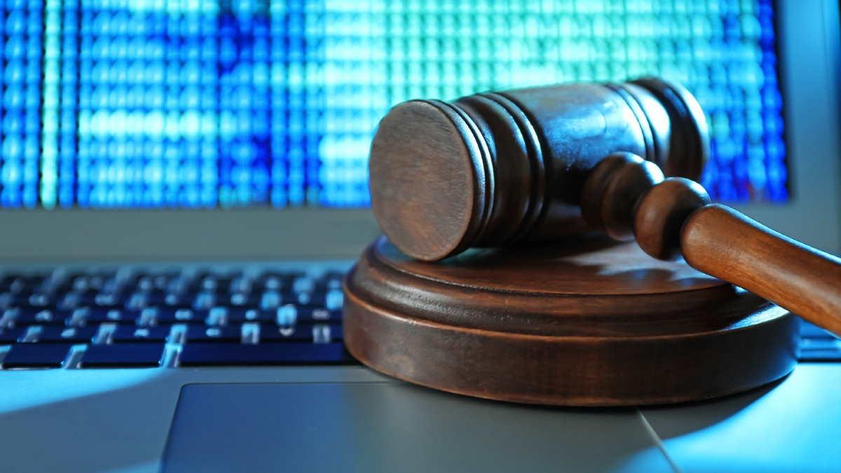Суд правосудие ноутбук