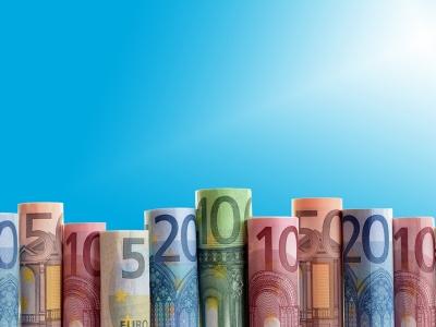 Установленный ЦБ на выходные и понедельник курс евро вырос на 1,8 рубля